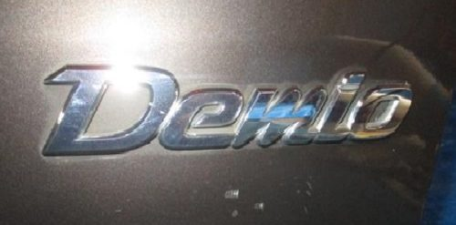 デミオの2代目、3代目のロゴ